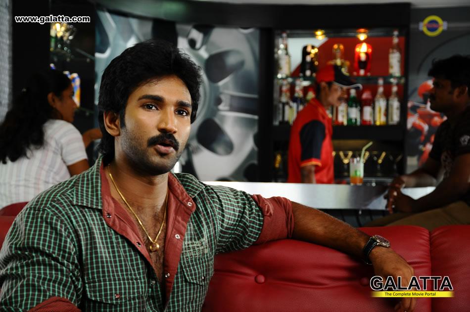 Aadhi Actor Wiki