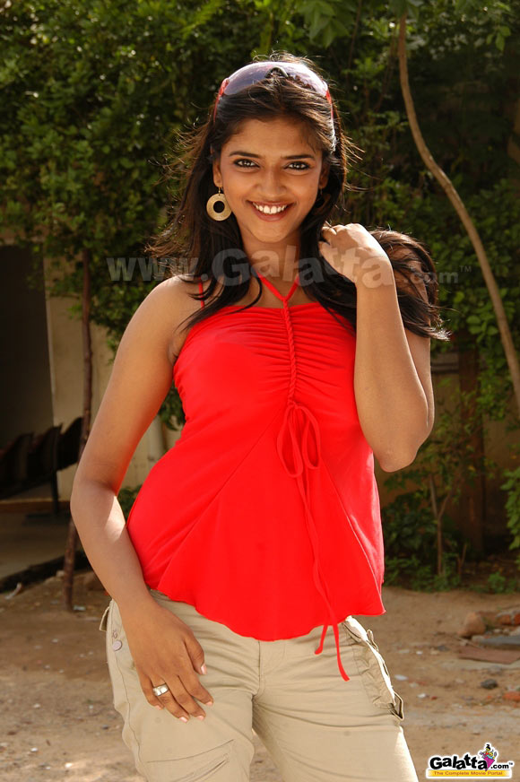 Adhisaya Actress Wiki