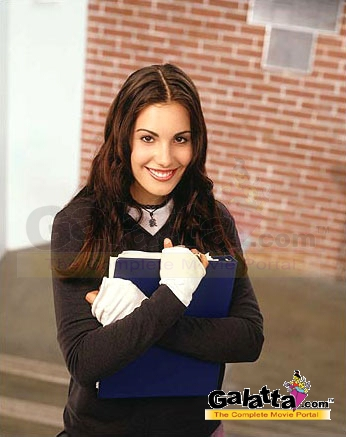 Carly Pope Photos