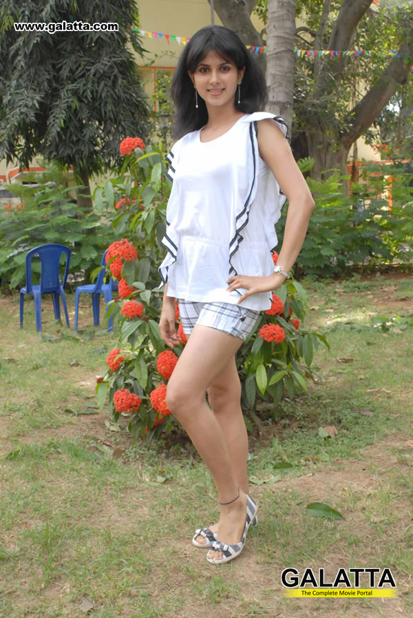 Daisy Bopanna Photos