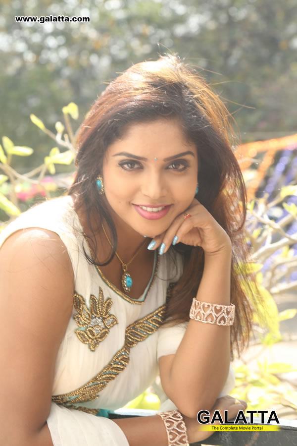 Karunya Actress Wiki