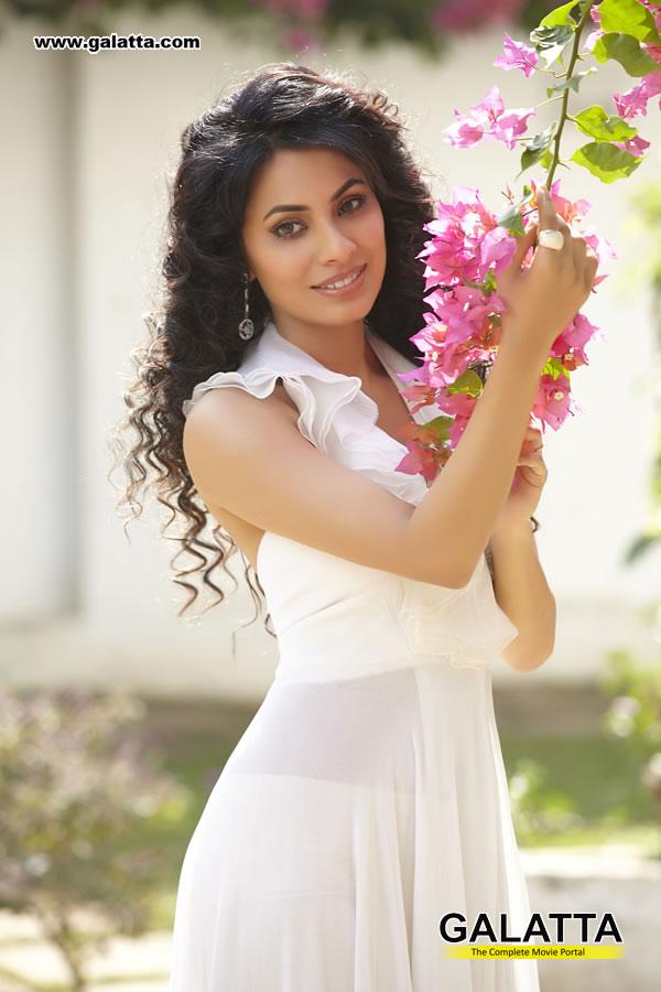Manisha Kelkar Photos