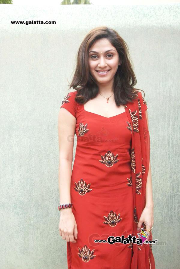 Manjari Phadnis Actress Wiki