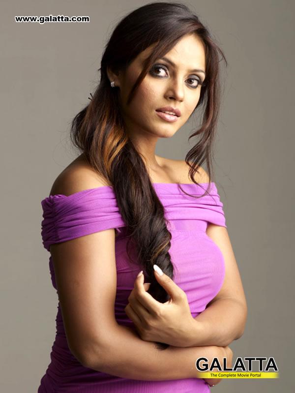 Neethu Chandra Photos
