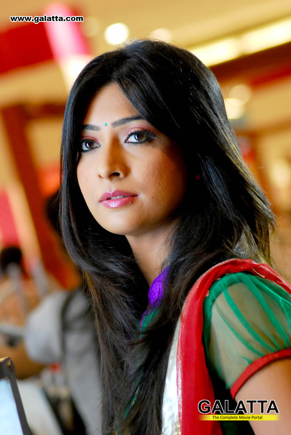 Radhika Pandit Photos