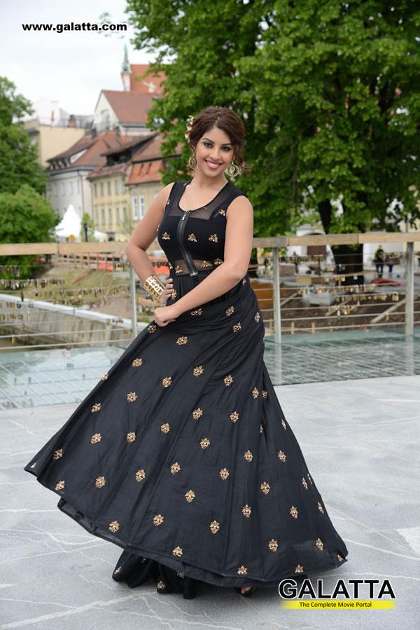 Richa Gangopadhyay Photos