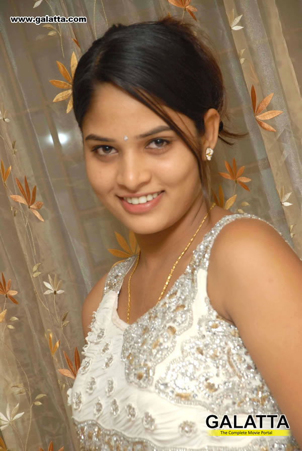 Saniyaa Photos