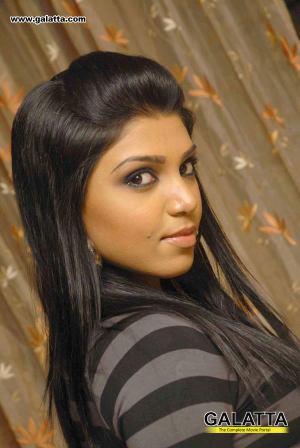 Shanthi Priya Photos