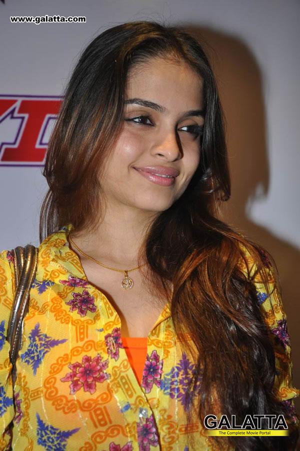 Sheena Shahabadi Actress Wiki