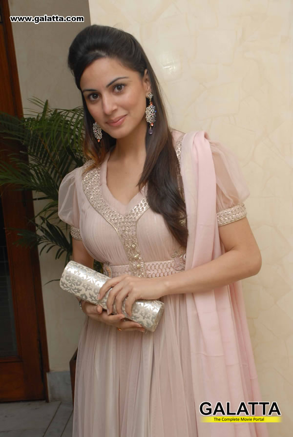Shraddha Arya Actress Wiki