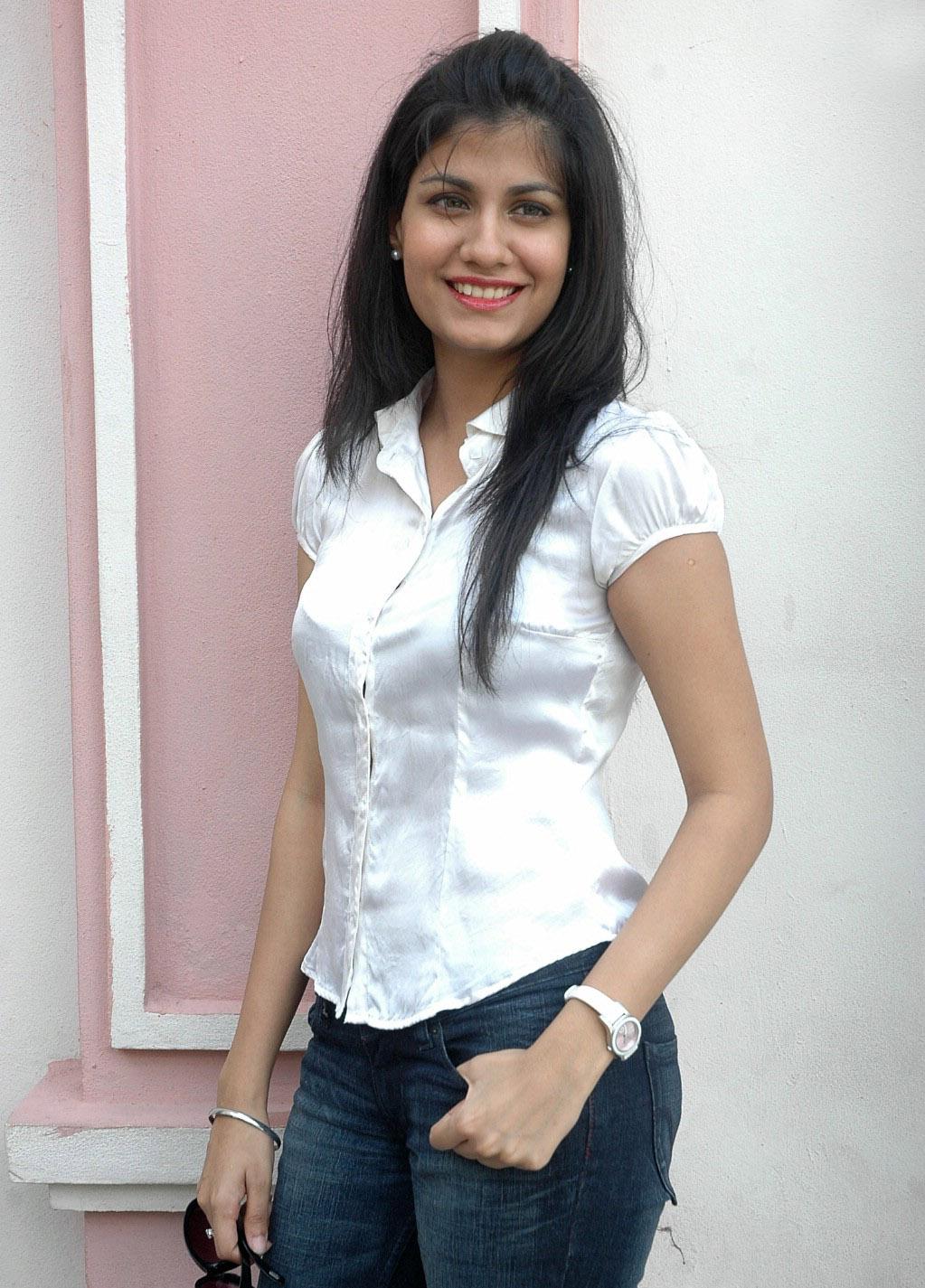 Shreya Dhanwanthary Actress Wiki